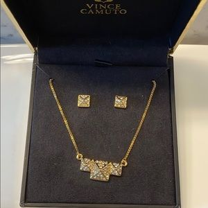 ✨NWT Vince Camuto Gold Pave Pyramid Necklace